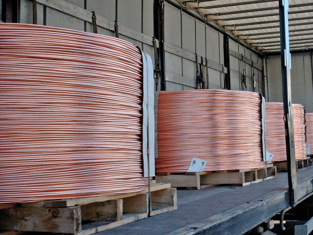 Verladene Rollen aus Kupfer-Gießwalzdraht