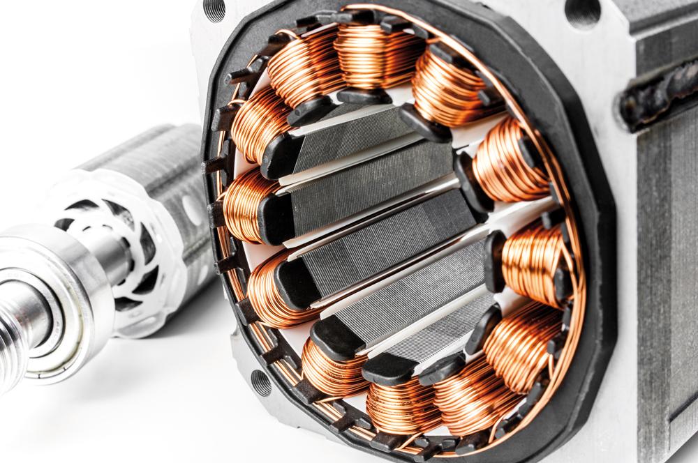 Nahaufnahme eines zerlegten Permanent Magnet Motors mit verarbeitetem Kupfer