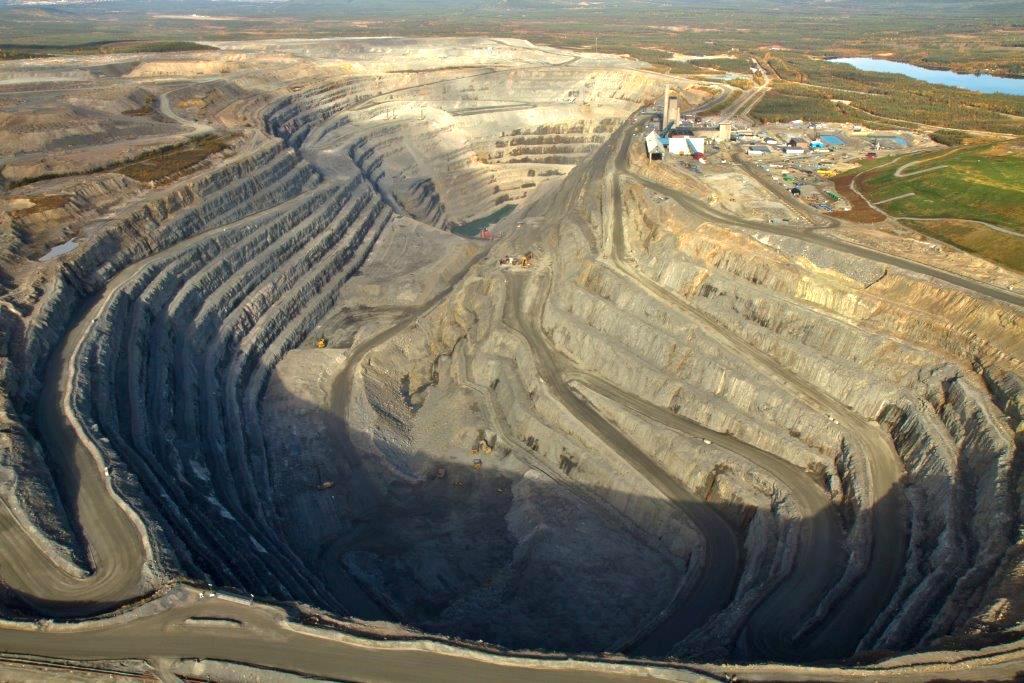 Vom Kupfertagebau zur Kathodenproduktion – Südkupfer besucht Kupfermine und Smelter in Schweden