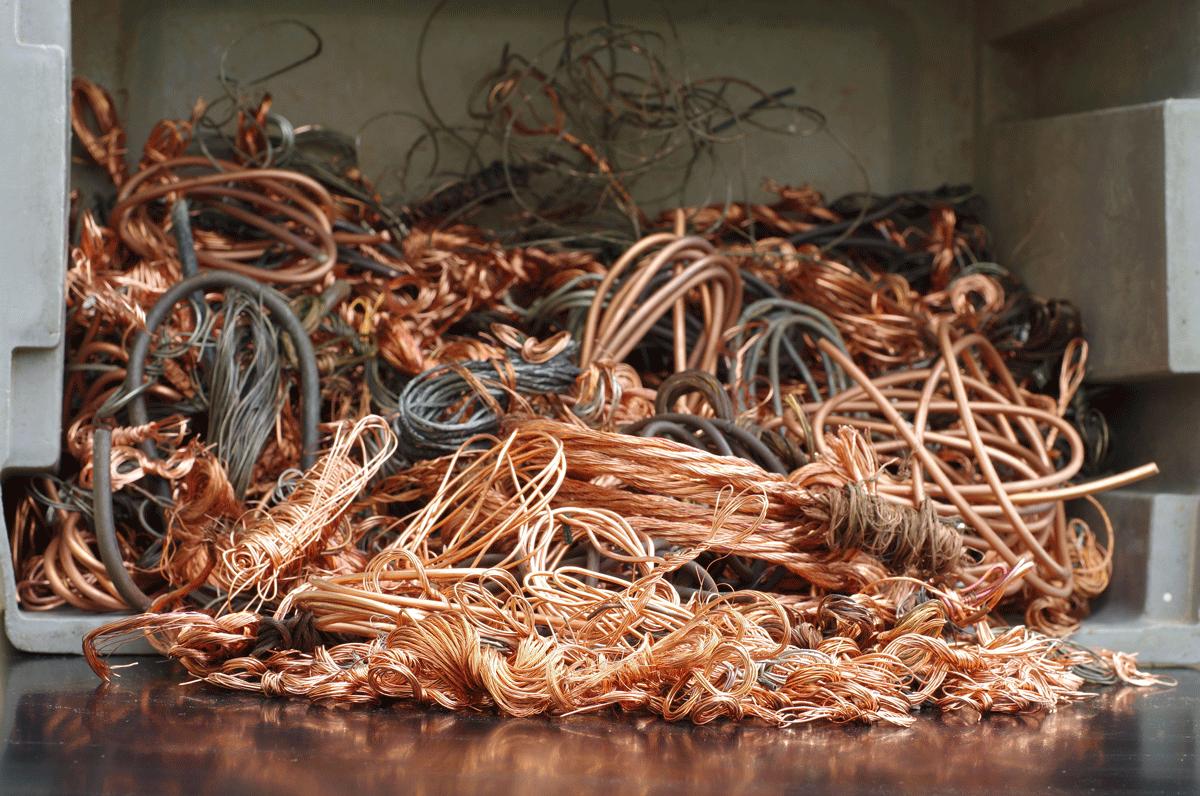 Altkupfer oder auch Kupferschrott ist ein wertvoller Rohstoff. Südkupfer bietet die komplette Logistik für das Kupferrecycling an.